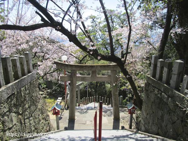 稲荷神社へ